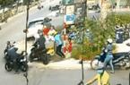 CLIP: Toàn cảnh vụ cướp xe máy giữa ngã 3, cú ngã của chủ xe và diễn biến gay cấn sau đó
