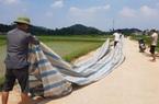 Vụ rác chất đống ở Hà Nội: Dân dỡ lều bạt chặn xe rác