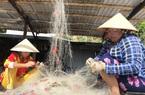 """Kiên Giang: Lạ lùng nghề """"gỡ rối"""" ở quần đảo Nam Du, già trẻ đều làm được"""