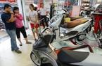 """Dịch Covid-19: Giá xe máy """"trượt dốc"""", doanh số giảm 1/3"""