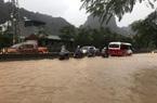 """Quảng Ninh: Mưa lớn kéo dài, nhiều tuyến đường chìm trong """"biển nước"""""""