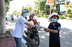 Ninh Thuận: Phát trên 6.500 chiếc khẩu trang y tế cho người dân