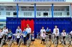 Công ty Xổ số kiến thiết Cà Mau trao xe đạp cho học sinh nghèo