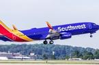 Bé trai 2 tuổi bị đuổi khỏi máy bay vì không đeo khẩu trang