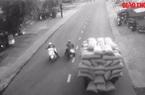 Video: Sang đường bất cẩn, người đàn ông bị xe hàng đè tử vong thương tâm