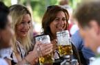 Người Đức tổ chức lễ hội bia tưng bừng, bất chấp Covid-19