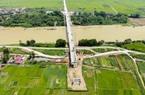 Toàn cảnh cây cầu vượt sông Cầu nối liền Hà Nội - Bắc Giang đang được xây dựng