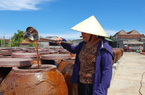 Hà Tĩnh:  Cô nông dân đảm đang kiếm tiền tỷ từ nghề ướp cá chảy ra thứ nước mắm thơm khắp làng