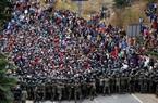 """Ảnh: Đoàn người di cư """"siêu khổng lồ"""" trên đường tới Mỹ"""