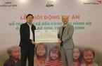 Hòa Bình: Tập đoàn ADM Việt Nam hỗ trợ trên 24.000 USD, tặng gà giống cho người dân ở huyện Lạc Sơn