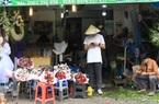 ẢNH: Chợ hoa, quà tặng Lễ tình nhân ế ẩm, chờ mãi không thấy người mua