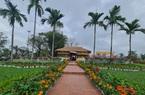Quảng trường lớn nhất tỉnh Quảng Nam được trang trí bằng đồ nhà nông và hàng chục loại hoa sắc sảo