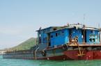 Bình Định tìm chủ sở hữu tàu sắt có 71 bao tải chứa quần áo cũ
