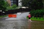 Mưa lớn như trút nước, người dân Sydney phải sơ tán ngay trong đêm