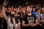 Người dân Hà Lan trải nghiệm cảm giác tiệc tùng giống như thể đây là năm 2019