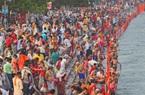 Hàng triệu người Hindu hành hương đến sông Hằng trong bối cảnh số lượng ca nhiễm COVID-19 ở Ấn Độ tiếp tục tăng