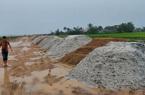 TT-Huế: Yêu cầu vận chuyển 400m3 cát trục lợi bất chính ra khỏi dự án làm đường