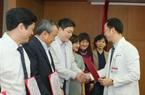 Giám đốc Bệnh viện Bạch Mai trao bổ nhiệm bác sĩ cao cấp cho 19 người