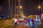 """Công an vừa khởi tố vụ án đua xe thì """"quái xế"""" lại chặn đường Nguyễn Văn Linh để đua"""