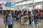 ẢNH: Người dân bắt đầu đổ về sân bay Tân Sơn Nhất di chuyển dịp nghỉ lễ 30/4-1/5