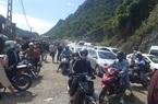 Sơn La: Hàng nghìn người đổ về trạm kiểm soát liên ngành phòng chống dịch Covid-19 trên Quốc lộ 6