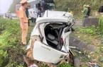 """Kia Morning bị """"vò nát"""" sau tai nạn, 2 người tử vong"""