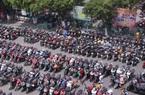 ẢNH: Bãi đỗ kín đặc xe ở Công viên nước Đầm Sen ngày 1/5
