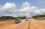 """Cao tốc Cam Lộ - La Sơn đạt 40% tiến độ, có dấu hiệu """"ì ạch"""""""
