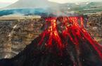 Kinh hoàng các khối dung nham khổng lồ của núi lửa rơi xuống, mặt đất rung chuyển ầm ầm