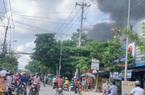 TPHCM: Cháy cửa hàng sơn lan sang nhà dân ở vùng ven