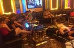 Một quán karaoke lén lút hoạt động sau lệnh cấm để phòng dịch Covid-19