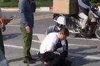 Tin tức 24h qua:Chiến sĩ công an thờ ơ đứng nhìn tài xế taxi bị thương vật lộn với tên cướp