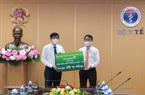 Vietcombank trao 25 tỷ đồng hỗ trợ Bộ Y Tế mua vắc xin phòng Covid-19