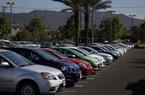 Bloomberg: giá ô tô sắp tăng vọt