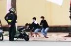 """Clip: Cảnh sát cơ động phạt """"thụt dầu"""" 3 thiếu niên vì vi phạm luật giao thông"""