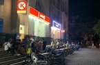 Giữa mùa covid-19, hàng chục thanh, thiếu niên vẫn tụ tập ở cửa hàng tiện lợi Circle K