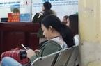 Đang cách ly Covid-19, hành khách vẫn trả được vé tàu từ điện thoại