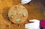 Đang đào đất nung gạch bỗng phát hiện bảo vật thần bí vô giá 3.000 năm