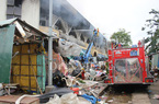 Tiểu thương chợ Quảng Ngãi nhận tiền hỗ trợ