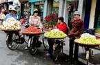 Người bán hàng trong chợ cuối tuần ở TP.HCM nên biết ngoại ngữ