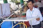 Lão nông miền Tây chế máy xịt thuốc bằng năng lượng mặt trời