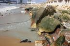 CLIP: Nước đen ngòm, bốc mùi hôi thối nồng nặc… xả ra biển Quy Nhơn