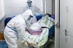 Bác sĩ TQ mặc tã lót vì dịch bệnh nghiêm trọng đến mức không thể đi vệ sinh