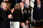 Ông Trump bí mật sắp đặt cuộc gặp bất ngờ gây xúc động trong buổi đọc Thông điệp Liên bang