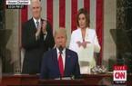 Video: Chủ tịch Hạ viện Mỹ xé bản in Thông điệp Liên bang ngay sau lưng ông Trump