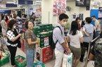 """Chỉ một động thái giữa dịch Corona, dân đổ xô đến siêu thị """"ôm"""" giấy vệ sinh về nhà"""