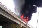 Clip: Xe khách 45 chỗ cháy ngùn ngụt ở đường vành đai trên cao