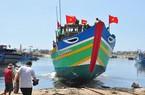 Đà Nẵng: Hạ thủy tàu hậu cần cho ngư dân