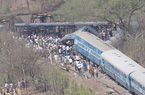 Ấn Độ: Hàng trăm người thương vong vì tàu hỏa trật đường ray
