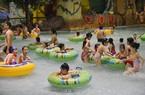 Hà Nội: Khu bơi lội dưới lòng đất đông nghịt người ngày nắng nóng